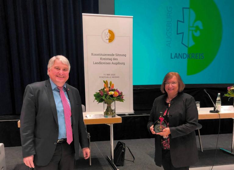 Wieder zur stellvertretenden Landrätin wurde Sabine Grünwald gewählt. Ihr gratulierte Fraktionsvorsitzender Harald Güller.